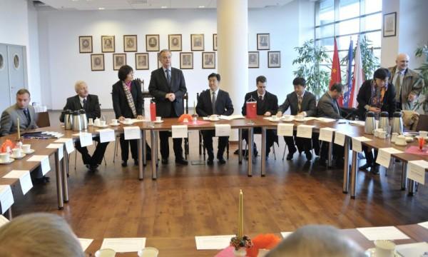 fot. Chińska delegacja z udziałem wiceministra edukacji ChRL Du Youbo/UG