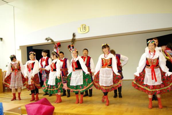 fot. studenci z Harbinu, uroczystość zakończenia studiów/A. Bączkowski/UG