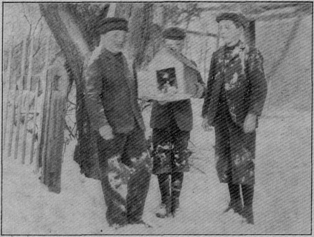 Ghłopcy z szopką z Kościerzyny. (1908 r.)