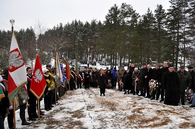 Zdj.  Uczestnicy podczas uroczystości na Borowiackiej Strażnicy Pamięci i Patriotyzmu.