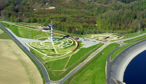 fot. Kompleks turystyczno-rekreacyjny Kaszubskie Oko z wieżą widokową w gminie Gniewino/pomorskie.eu
