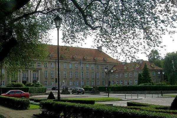 Fot. Radio Koszalin:   Prokuratura Okręgowa w Koszalinie. Ewakuowano 300 osób.
