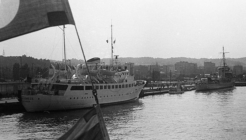 Fot. wikipedia: M/s Mazowsze w porcie w Gdyni