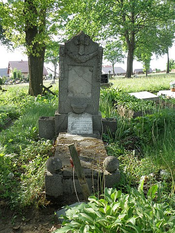 . Cmentarz w Konarzynach - grób strażnika Franciszka Tokarskiego stan dzisiejszy