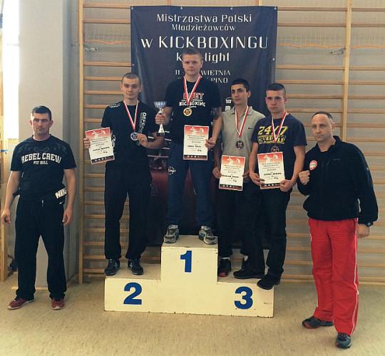 Karol Kruzel na najwyższym podium po zdobyciu Mistrzostwa Polski.