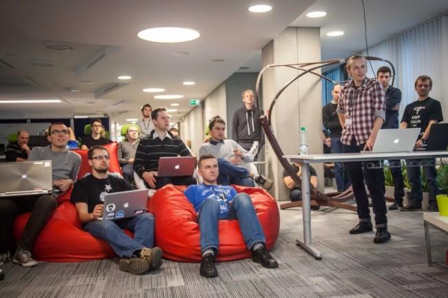 Wymiana informacji między zespołami pracującymi dla różnych partnerów jest ważną częścią firmowej kultury w Schibsted Tech Polska.