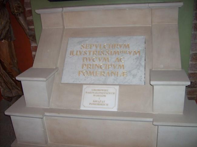 """Katedra Św. Jakuba w Szczecinie. Fragment główny istniejącego """"Grobowca Gryfitów"""" władców państwa pomorskiego."""