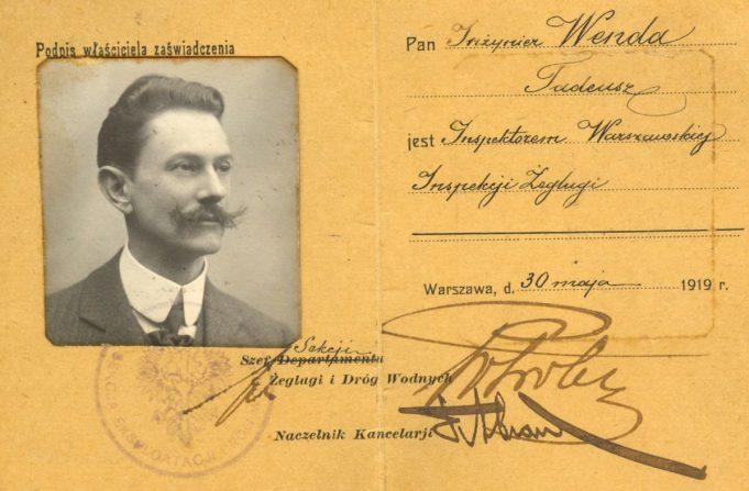 Tadeusz Wenda na fotografii z 1918 roku w zaświadczeniu Warszawskiej Inspekcji Żeglugi. Źródło: Muzeum Miasta Gdyni