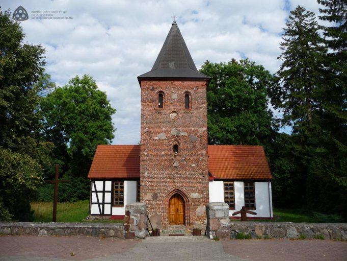Charnowo, kościół p.w. Znalezienia Krzyża Świętego, 2013 r. / fot. Tomasz Błyskosz